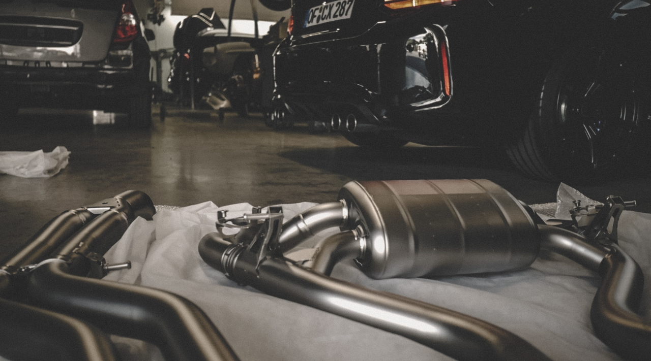 akrapovic-bmw-m2-auspuff-evolution-carbonGBhQF0aNKFlZZ