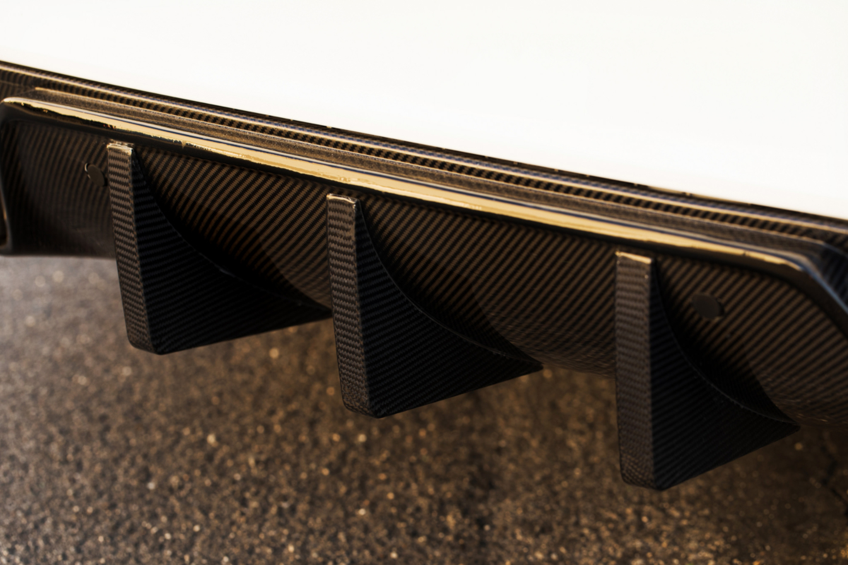 mode-carbon-c63-amg-diffusor-lifeonwheels-performanceT6hNqGfqYY2mf